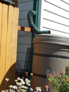 The single diverter on this is set up horizontally on the downspout.